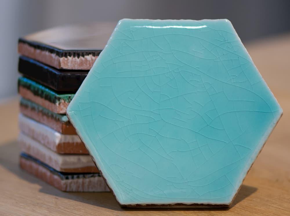 Lambrisering met tegels hexagon